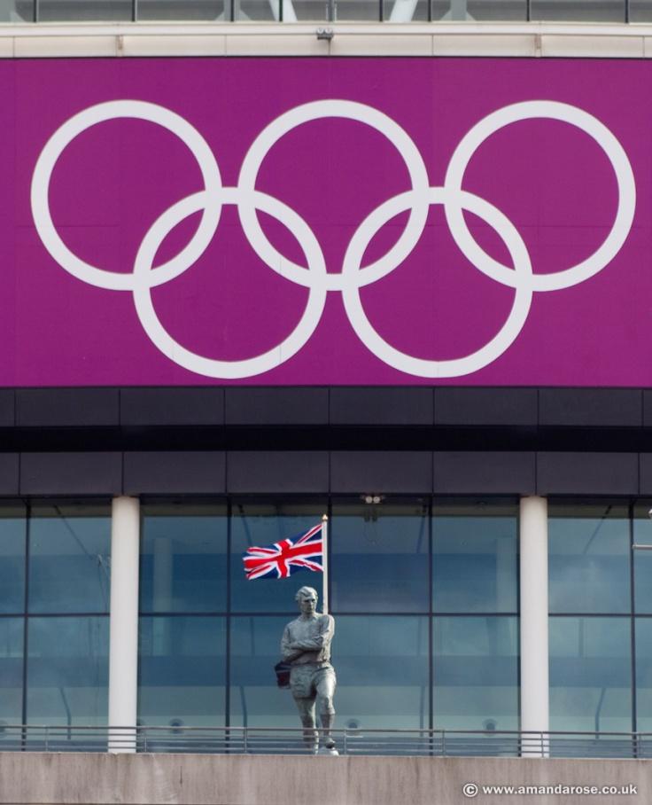 Bobby Moore Statue, Wembley Stadium