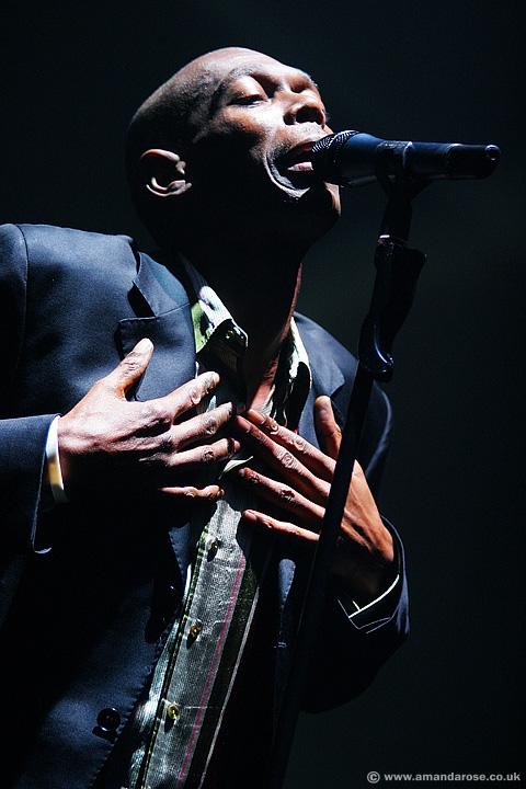 Faithless, performing live at Brixton Academy, 29th November 2005