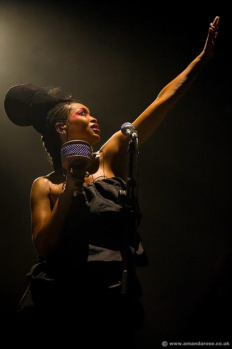 Erykah Badu, performing ive at Brixton Academy, 30th June 2008